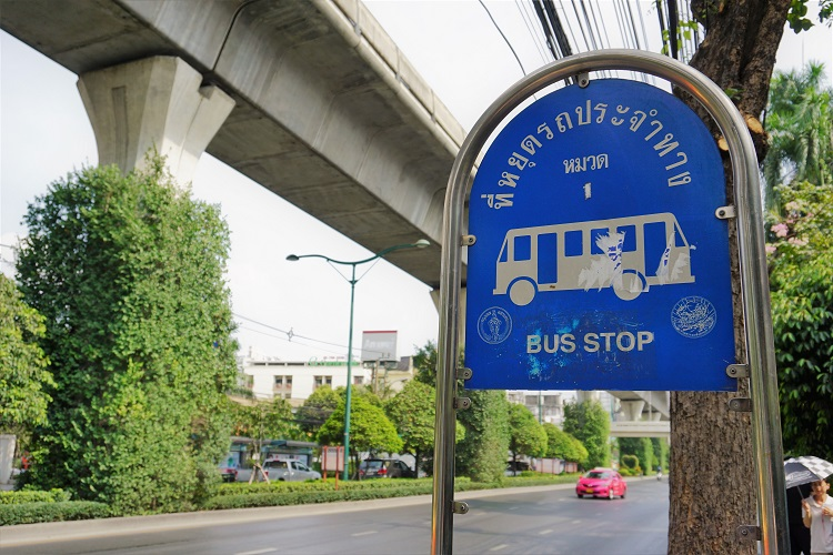 バンコク、オンヌット駅 周辺の探索。電車の乗り方(その①)と タイ通貨&チップの事。