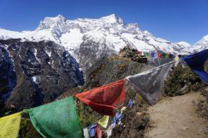 (ひとこと写真) ネパール 5色の旗