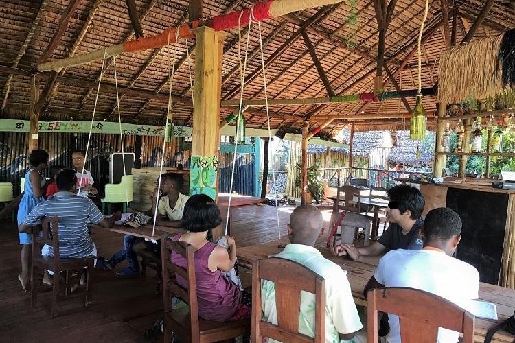 マダガスカル・ノシベ島人たちとの交流な 1日。