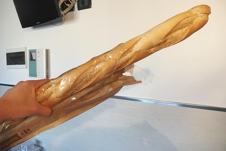 凶器と化したパン。