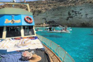【ランペドゥーザ島④】ついに拝めた!浮かんで見える船の絶景を見るにはボートツアーが断然オススメ!(後編)